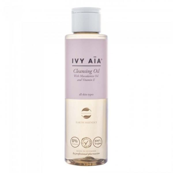 IVY AIA CLEANSING OIL.jpg